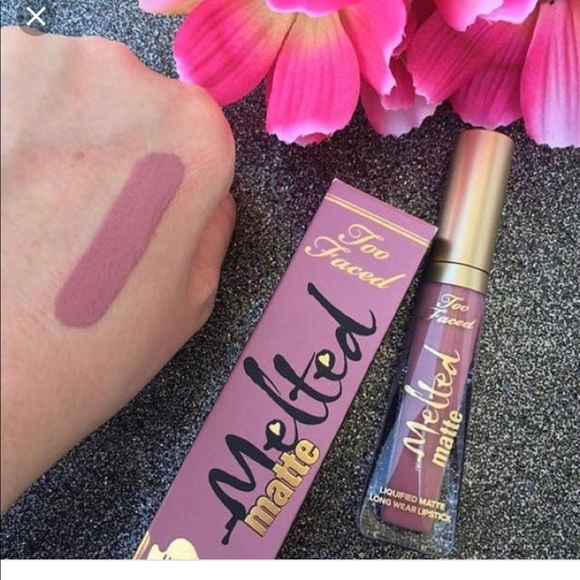 too faced queen b