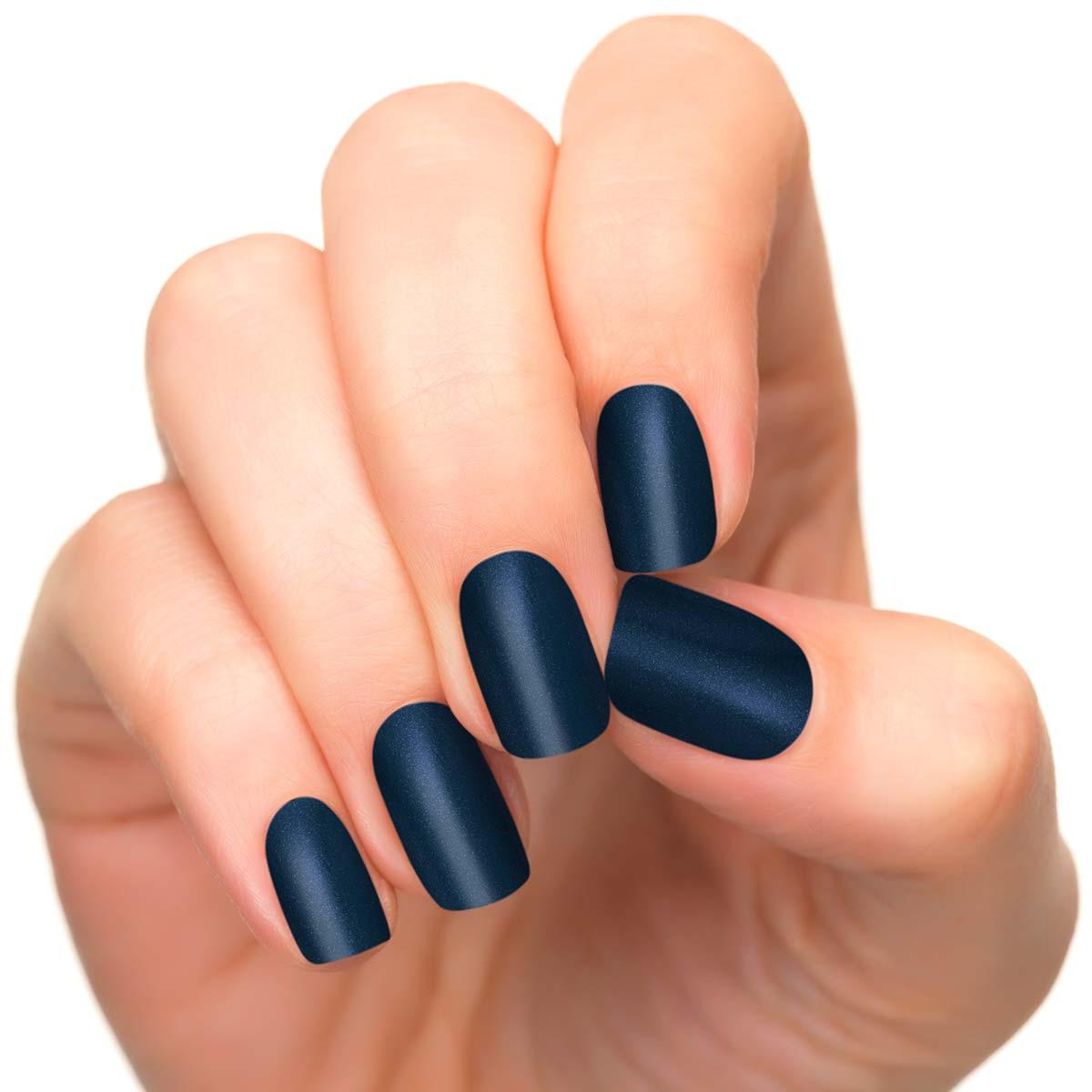 vernis a ongle bleu marine